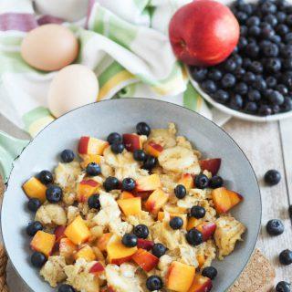 Süße Eierspeise mit Obst