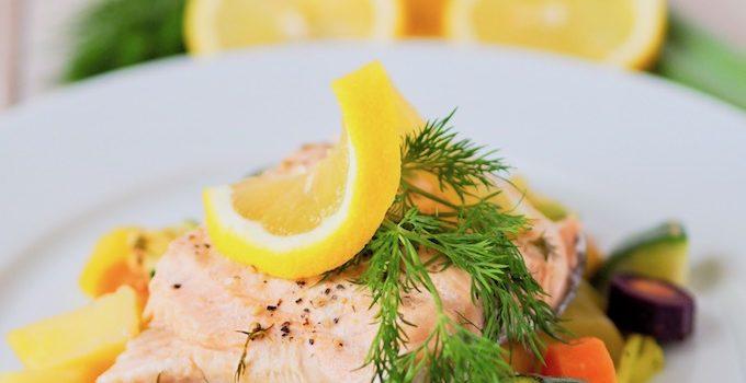 Ab in den Dampfgarer – Gemüseallerlei mit Lachs