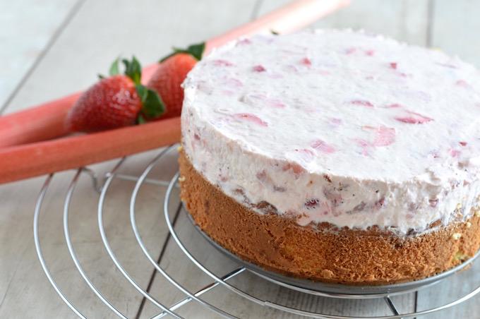 Gesunder Low Carb Erdbeer Rhabarber Kuchen Bacon And Berries