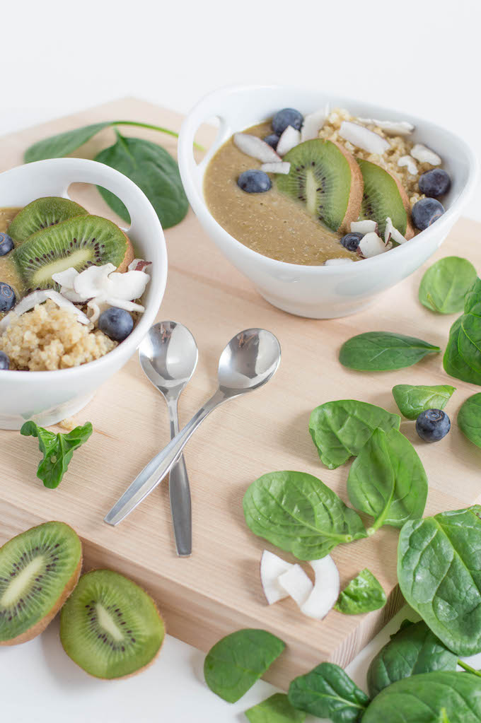 Green Quinoa Smoothie Bowl