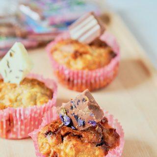 Halbgesunde Apfel-Haferflockenmuffins mit sommerlicher Schokolade
