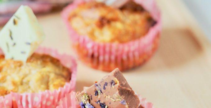 Halbgesunde Apfel-Haferflocken Muffins mit sommerlicher Schokolade